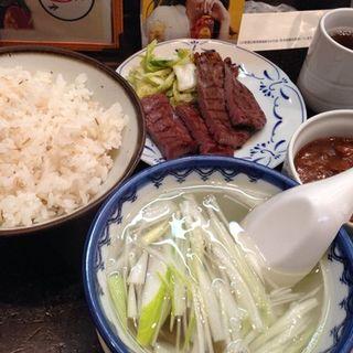 牛たんカレー定食(牛たん炭焼き 利久 本町店 (ぎゅうたんすみやき りきゅう))