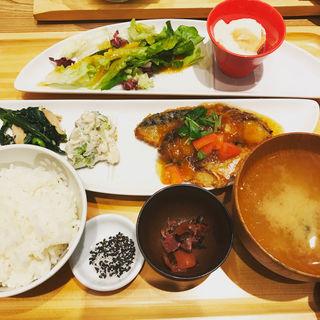 とろサバの唐揚げ トマト油淋鶏ソース(おぼん de ごはん ヨドバシAkiba店 (オボン デ ゴハン))