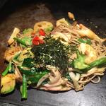 アボカド黒焼きそば 野菜ミックス+海老トッピング