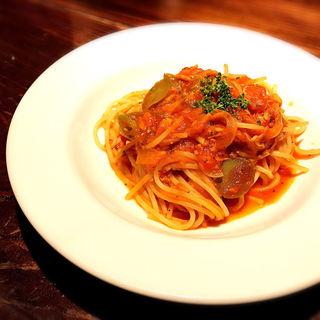 ツナとオリーブのトマトソーススパゲティ(デル・チャルロ (Del Chalro))