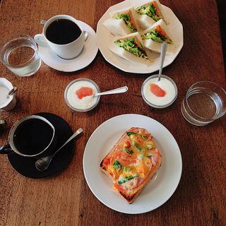 遅めモーニング(おまかせサンドイッチorピザトースト)(コーヒー ハット (coffee HUT))