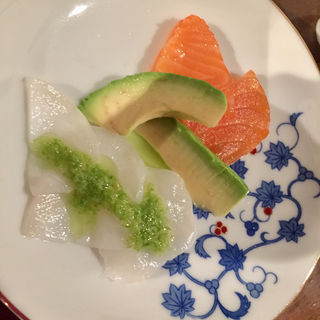 水蛸と燻製サーモン(蕗の薹のソース)(コノ花まひろ )