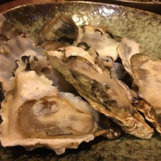 牡蠣とハマグリの炉端焼き(上人橋酒場とと)
