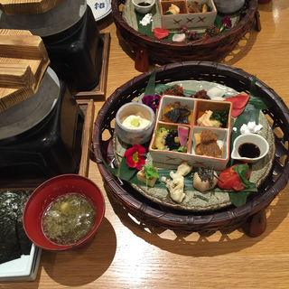 花籠・和点心と釜炊きご飯(ばさら 梅々庵 )