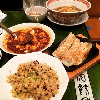 人形町餃子(紅虎餃子房 人形町店 (ベニトラギョウザボウ))