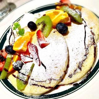 ミックスフルーツとチョコレートのパンケーキ(gram 須磨パティオ店 )