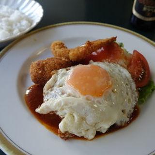 エビフライ、クリームコロッケ、目玉焼きonハンバーグ(芳味亭 (ホウミテイ))