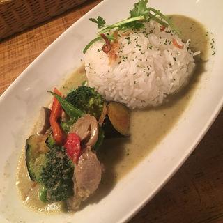 タイカレー(チキンと野菜のグリーンカレー)(タイ料理 旅人食堂 立川店 )