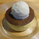 よつ葉クリームチーズとサワークリーム 自家製練乳アイスで