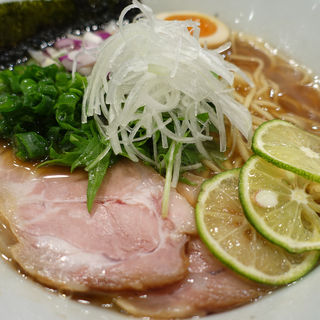すだち醤油ラーメン(ヌードルヤ MEーCHAーKUーCHA)