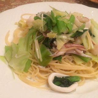 ヤリイカとホタテの貝柱、春野菜のスパゲッティ(Bistro La Cucina)