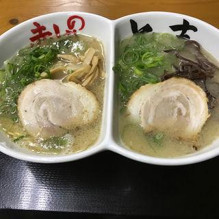 食べ比べラーメン(赤のれん&とん吉 箱崎総本店)