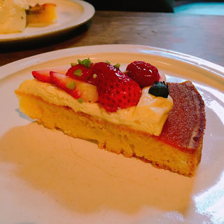 季節のフレッシュフルーツタルト(cafe marble仏光寺店 (カフェマーブル))