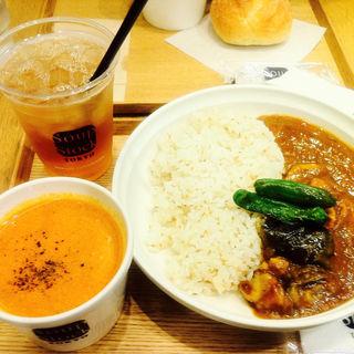 茄子と鶏肉のスパイシーカレー&オマール海老のビスク(スープストックトーキョー お茶の水店 (Soup Stock TOKYO))