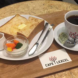 プレーントーストモーニング オプションピクルス付き(カフェ レクセル 東京国際フォーラム店)
