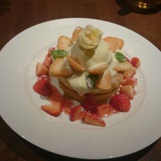 白いちごとあまおうのアニバーサリーパンケーキ(Guy & Jo's Hawaiian Style Café)