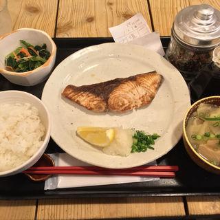 長崎産ブリ塩焼き定食(梅山鉄平食堂 )