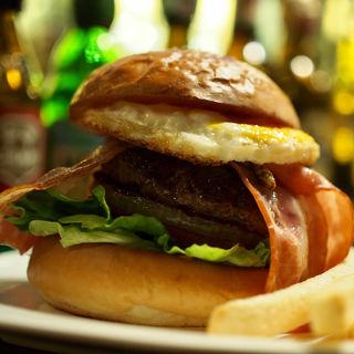 ベーコンエッグバーガー(Burger dining + Bar enn)
