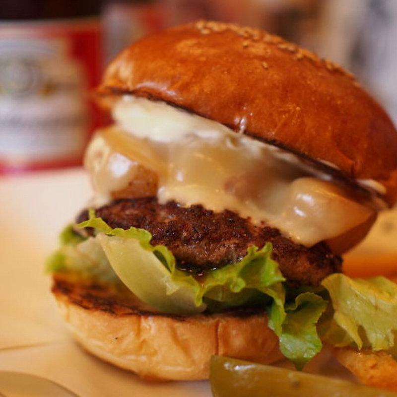 お腹が空いたら?ボリューミーなこだわりハンバーガーを水道橋で食す!