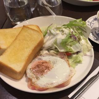 トースト&ベーコンエッグ(ファリ・ブゥール 東京駅一番街店 )