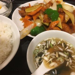 揚げ鶏肉と野菜の上海風炒め(中華料理 家宴 )