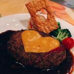 チーズハンバーグ デミグラス&ラズベリーソース