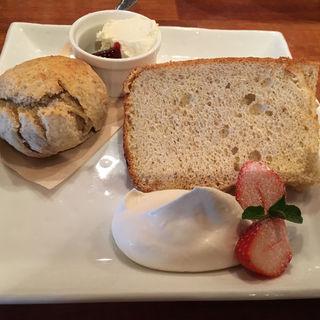 苺のシフォンケーキ(CAFE JI*MAMA (ジーママ))