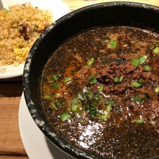 黒ごま担々麺と半チャーハンセット(蒼龍唐玉堂 六本木店 (ソウリュウトウギョクドウ))