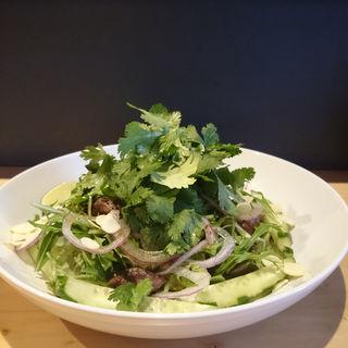 パクチーと砂肝のサラダ(肉バル ノダニク)