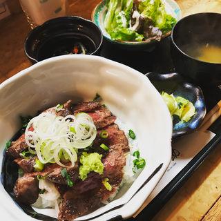 熟成牛ステーキ丼定食(信之助)