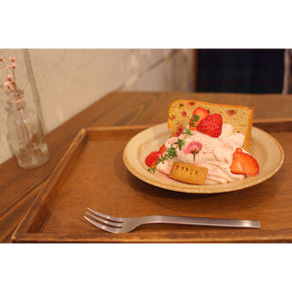 苺のシフォンと桜クリーム(cafe SOROR)