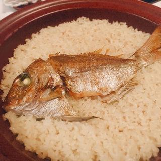 天然桜鯛の土鍋御飯(雲海 (うんかい))