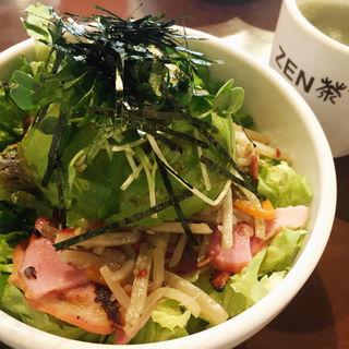 きんぴらベーコンアボカド丼(ZEN茶'fe )