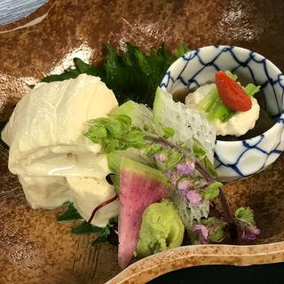 湯葉の長芋巻き 青大豆煮と平茸(阪口楼 )