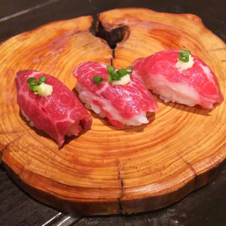 肉寿司(馬ホルモンとベルギービール ゆう馬 五臓 )