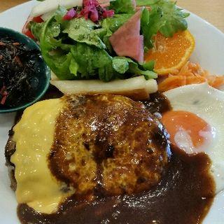 チェダーチーズハンバーグデミソース 目玉焼き(洋食 ふきのとう )