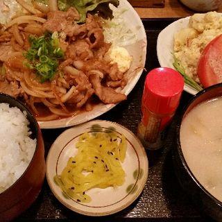 豚のしょうが焼き鳥とポテトサラダ定食(普通の食堂いわま )