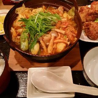 豚キムチ鍋&鶏のから揚げ定食(普通の食堂いわま )