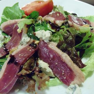 鴨ハムとゴルゴンゾーラチーズのサラダ(野菜屋ネロ チャコール グリル (野菜屋 nero Charcoal Grill))