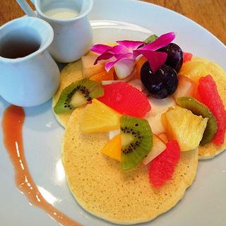 贅沢 トロピカルフルーツのパンケーキ(bran cafe (ブランカフェ))