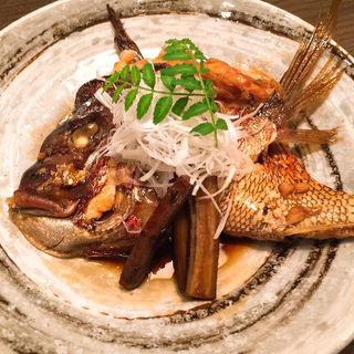 鯛カブト煮付け(魚と酒 うおさぶ)