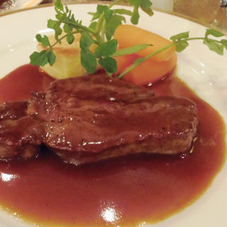 牛フィレ肉のステーキ 赤ワインソース(ヒラソル)