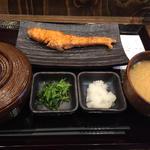 朝しゃけ定食(しんぱち食堂)