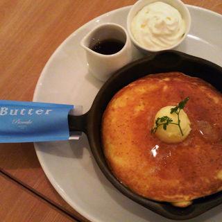 発酵バターの窯出しフレンチパンケーキ ~純生クリーム添え~(Butter 茶屋町 (バター))