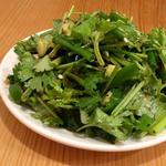 老虎菜(青唐辛子とパクチーとキュウリのサラダ)(羊香味坊)
