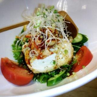 ピリ辛自家製豆腐のサラダ(遊食館 えん家)
