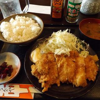 チキンカツ定食(おらんだや 新川崎店)