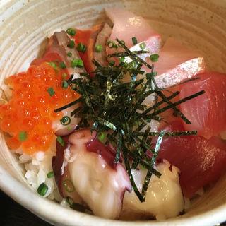 海鮮丼B(魚料理 吉成 (さかなりょうり よしなり))