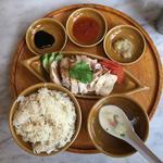 シンガポールチキンライス(蒸し)(シンガポール海南鶏飯 水道橋店 (ハイナンチーファン))