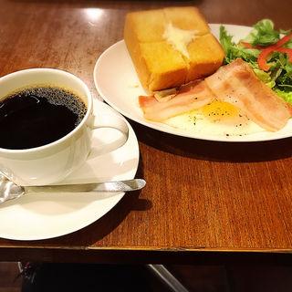 Aセット ベーコンエッグ&厚切りバタートースト(上島珈琲店 アミュエスト店)